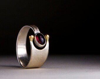 Ring with Garnet and gold beads