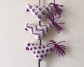 Bell Tota Hanging Birds (Cream/Fuschia)