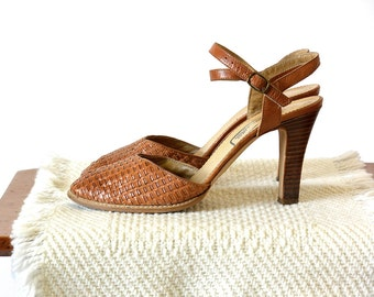 """30% OFF w/COUPON CODE """"FLIRTY30"""" - Vintage 1970's, Made in Italy, Tan Brown, Woven-Leather, Close-Toed, Wood-Heeled Pumps w/Ankle Strap"""