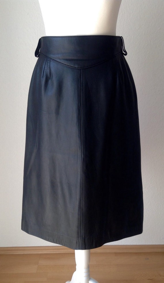 Nice vintage 70s black color 100% real leather pencil midi skirt, XS X-small or S small