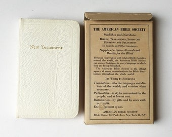Vintage New Testament Pocket Bible, White Faux Leather Cover, The American Bible Society B235 Series, Old Bible, White Bible, Bible Box