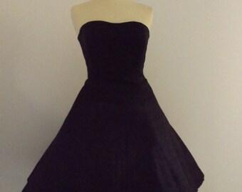 1950's style sweetheart neckline dress