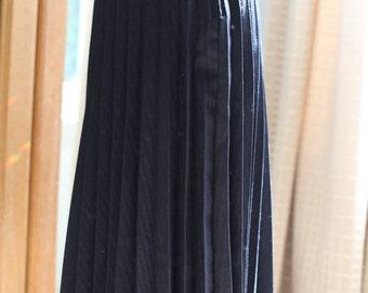 Black midi pleated skirt SMALL