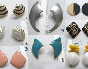 1 Pair of Vintage Earrings (Gold Tone, Enamel, Pewter, Bead)