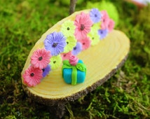 Miniature Resin Fairy Bench with Handmade Present, Fairy Garden Miniatures, Miniature Gardens, Dollhouse Miniatures