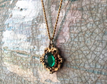 Beautiful Vintage Emerald & Gold Necklace