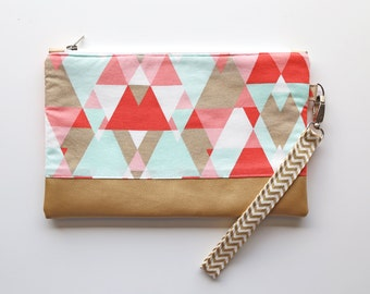 Clutch with wrist strap, geometric shades coral and gold Mint