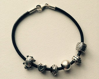 Sterling silver leather bracelet with 6 charms