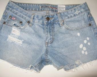 Cut-Off 90s Vintage Mudd Distressed Shorts