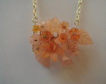 Lucite flower pendant necklace