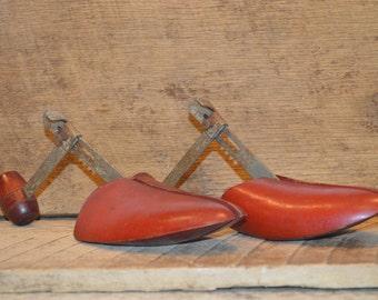 Vintage Red Wooden Shoe Stretchers / Vintage Shoe Tree/ Vintage Wardrobe Decor Vintage Decoration