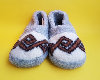 slippers; shoes; 100% handmade woolen slippers; natural slippers; hypoallergic slippers; breathable slippers