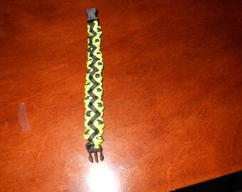 Florescent green and black zig-zag paracord bracelet