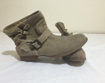 Aldo ankle boots in size 9