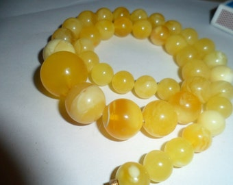 Round natural Baltic amber necklace