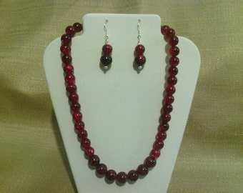 229 Modern Marble-style Dark Red Spotted Beads Beaded Choker