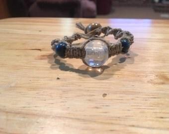 Spiral/flat hemp bracelet clear and blue