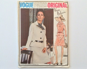 FF B34 1960s Designer Suit Sewing Pattern : Vogue Paris Original Pierre Balmain 2251
