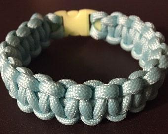 Light blue glow in the dark paracord bracelet