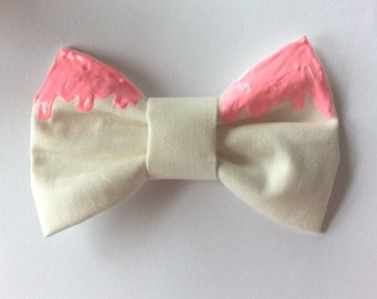 30 Fabulous and Easy to Make DIY Hair Bows. August 23, The icing is made from korker ribbon and a little hot glue holds it all together. What an adorable clip and you can make them in any color to suit any holiday or special occasion. Instructions – Girlythingsbows.