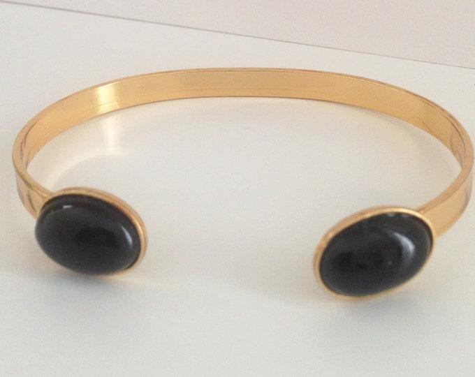 Gilded gold bracelet and black agate gemstone