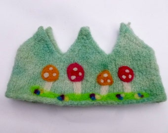 Toadstool Crown Perfect for a birthday crown or just everyday dress-up play! Waldorf