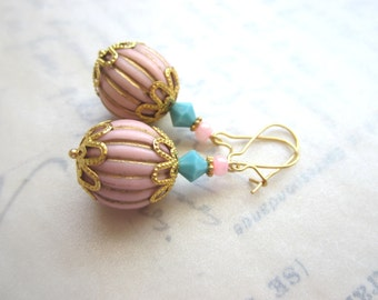 Pink and Gold Vintage Lucite Bead Earrings.  Pink and Gold Vintage Earrings. Spring Earrings. Under 25.