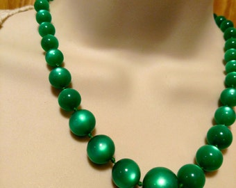 1950s Pin Up Girl Shamrock Emerald Green Lucite Moonglow Beads Necklace 18 Inches Vintage