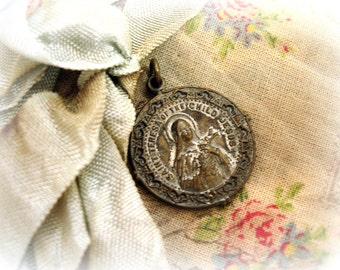 vintage saint teresa holy medal with patina saint teresa of the child jesus come to my heart o sacrament adored it craveth but for thee