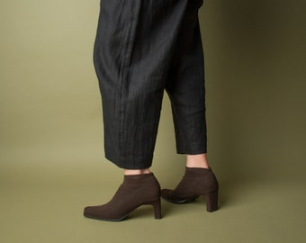 brown stretch booties / ankle boots / high heel boots / 697s / 7