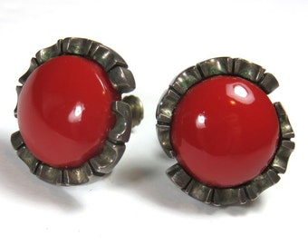 SJK Vintage -- Mid Century, Mexico 925 Sterling Signed Art Deco Red Glass and Silver Screw Back Flower Cluster Earrings (1940's-50's)