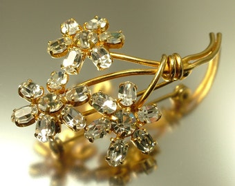 Vintage 1950s gold plated and clear paste/ rhinestone flower costume brooch / pin - jewelry jewellery UK seller