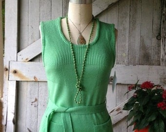 1970s green sweater 70s knit tunic size medium Vintage sleeveless belted top