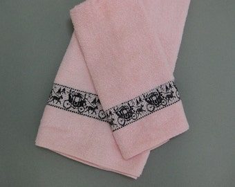 Vintage Callaway Towels Pink with Horse Drawn Carriages Terry Cloth USA Bath & Hand Towel
