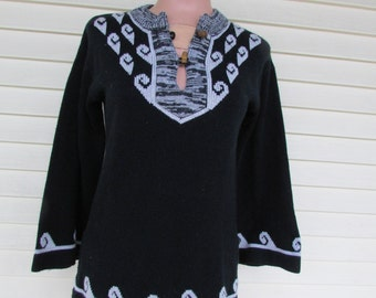 70s Hippie Boho Sweater Vintage 1970s Womans Bell Sleeve Acrylic Ethnic Black Jumper S