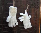 Vintage Winter White Gloves Cute warm vintage 60s Gloves Bubble stitch ivory gloves 7