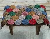 Yo Yo Quilt Pieced Mat - Primitive color Table Runner - Cottage Folk Art Accent Decor (Free Shipping)