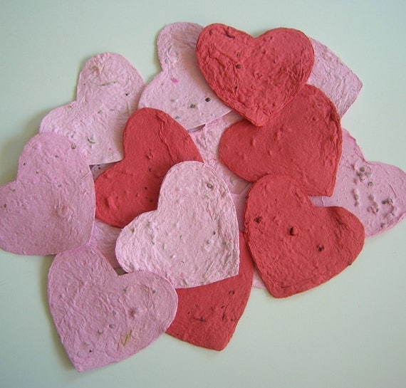 Plantable paper hearts - Party favor or place card - Seeded hearts in pink and red made of recycled paper & flower seeds - SECONDS SALE