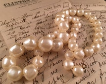 Vintage Pearlized Beads 1960's Era Necklace