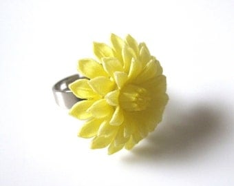 ON SALE Dahlia Ring, Flower Ring, Vintage Ring,Yellow Ring,Vintage Yellow Dahlia Ring