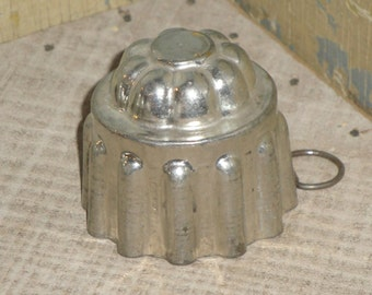 SMALL Tin Mold With Hanger Listing Is For 1