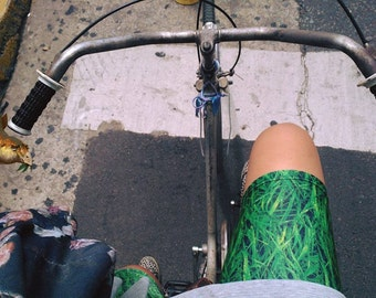 Green Grass Short Leggings