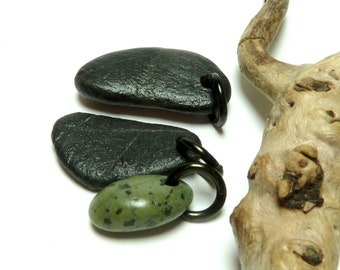 IVY LEAGUE Drilled Beach Stones Jewelry Beads Pebbles River Rock Charms Dangle Beads Black Green Set Strawberry Texture