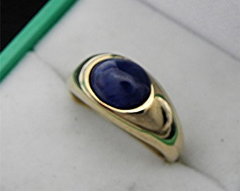 AAA Blue Glass filled Sapphire cabochon   9x7mm  2.59 Carats   14k yellow gold ring  8 grams 0151 MMMM
