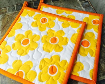 Quilted Pot Holders, Floral Pot Holders,  Retro Potholders, Gifts under 20 Dollars, Set of 2 Hotpads, Pot Holder, Hostess Gift