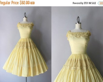 STOREWIDE SALE 1950s Dress Set / Vintage 50s Crochet and Daisies Dress / 50s Fishnet Crochet Soft Cotton Dress Set