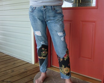 WOMAN'S JEANS Distressed Chic