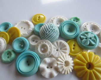 Vintage Buttons - Cottage chic mix of aqua, yellow and white lot of 25 old and sweet (jan 216b)