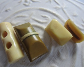 Vintage Buttons -4 wonderful novelty (3) Bakelite and 1 celluloid toggles,1940 - 1950's (mar 159)