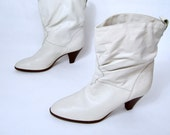 vintage N O S 1970s 1980s CREAM bone white leather pull on ankle boots womens 7 M boho glam disco desert DINGO unworn classic cuban heel